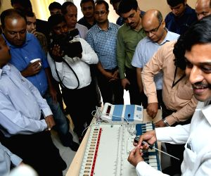 A political party delegation being explained about the internal circuitry of the Ballot Units of the EVM machines during EVM Challenge conducted by Election Commission of India, in New ...