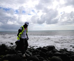 LA REUNION MH370 DEBRIS SEARCH CONTINUE