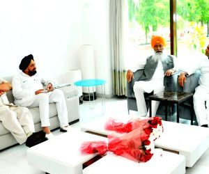 Sikh delegation meets UP CM