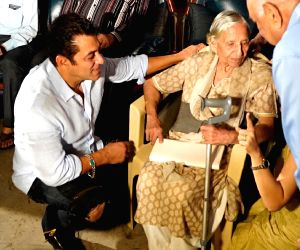 """A special screening of """"Bharat"""" was hosted for the families who experienced the events of 1947 and the partition, says superstar Salman Khan."""