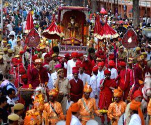 a-teej-procession-passes-through-tripolia-gate-in