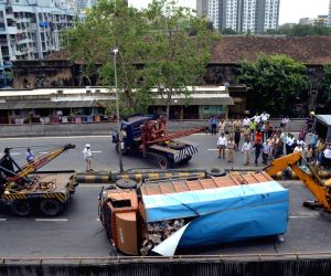 Truck overturns on Lalbaug flyover
