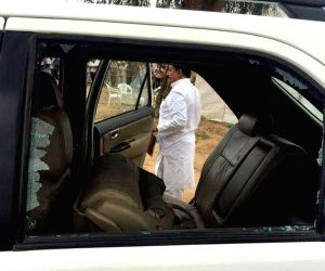 Banaskantha (Gujarat): Rahul Gandhi's car attacked
