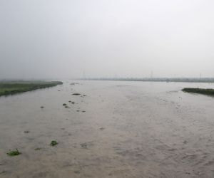 Yamuna in spate, crosses danger mark in Delhi