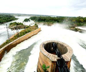 H D Kumarswamy, DK Shivakumar at KRS dam