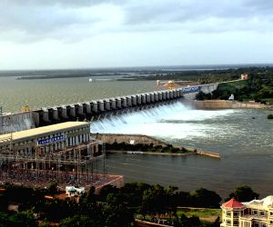 Bijapur (Karnataka): Overflowing water reservoir
