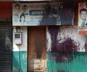 Ink thrown on Congress banners at Bandra office