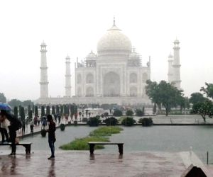 Two spells of downpour brings Taj city to halt