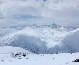 Gulmarg (j&k): Snow-covered Gulmarg