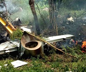 Trainer aircraft crashes