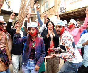 AAP sweeps Delhi Polls 2020, party workers celebrate