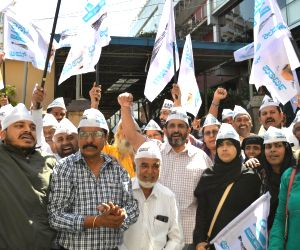 AAP sweeps Delhi Assembly polls 2020, party workers celebrate