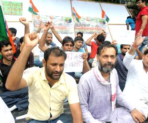 Yogender Yadav joins Civil Service aspirants' demonstration