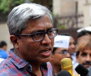 Ashutosh quits AAP