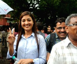Alka Lamba at EC office