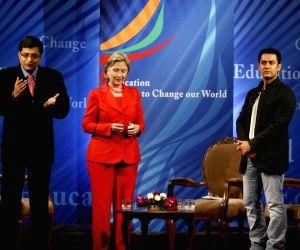 Aamir Khan meets Hillary Clinton.