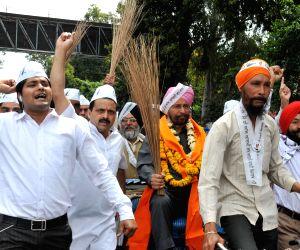 Dr Daljit Singh files nomination