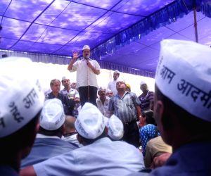AAP leader Arvind Kejriwal addressing auto rickshaw owners and drivers