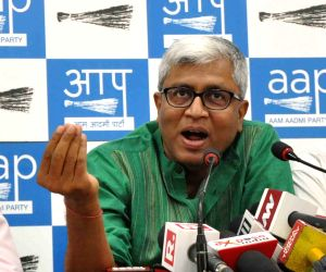 Ashutosh quits AAP, Kejriwal refuses to accept resignation