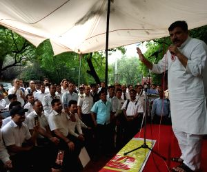 AAP leader Sanjay Singh addresses the Jet Airways employees protesting at Jantar Mantar in New Delhi on Aug 6, 2019.
