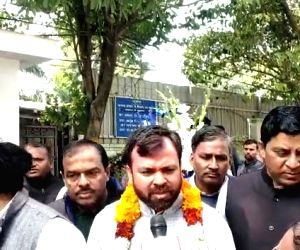 Newly elected AAP MLAs arrive at Kejriwal's residence for party meeting