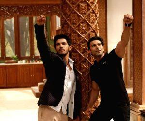Abhinav, Kanwar 'bond' like brothers ()