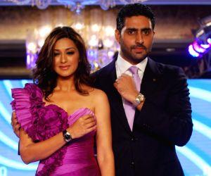 Abhishek and Sonali Bendre at Omega watches fashion show, Taj Hotel.