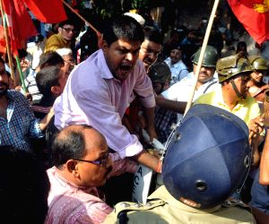Congress, Left demonstrate against WB Govt