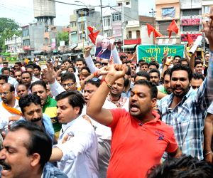 Demonstration against torching of Baltal langar tents
