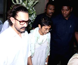 Rani Mukerji's father prayer meet - Aamir Khan and Kiran Rao