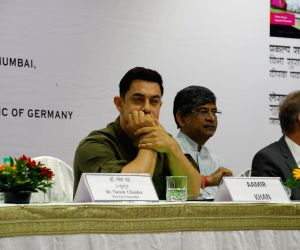 Aamir launches My Marathi: Communicative Marathi For Beginners, Level 1