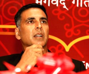 Priyadarshan, Akshay Kumar donate to 'save Kerala'