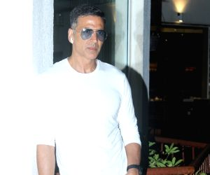 "Akshay Kumar celebrates success of ""Housefull 4"