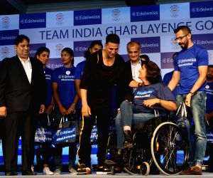 Akshay Kumar interacts with the athletes of Asian Games