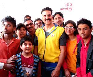 Akshay Kumar with children