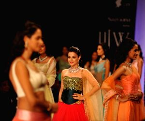 Ameesha Patel showstopper at IIJW 2014 – Day 1