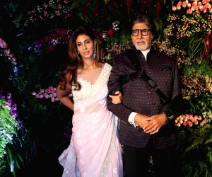 Amitabh, Shweta travel in auto-rickshaw for 'work'