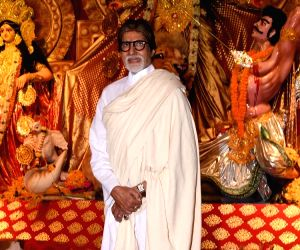 Amitabh Bachchan attends Navratri puja festivities hosted by Kalyanaraman family