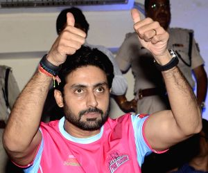 Pro Kabaddi League - Jaipur Pink Panthers vs Bengal Warriors