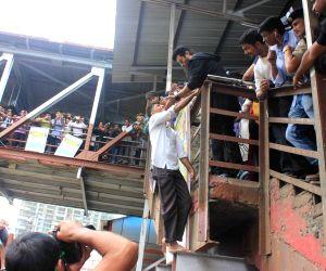 Anil Kapoor promotes his TV show 24 Season 2 at Mumbai Central station