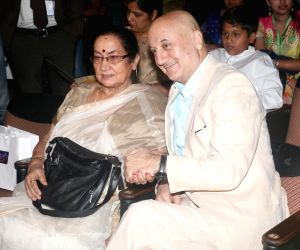 Amjad Ali Khan, Anupam Kher get Master Deenanath Mangeshkar Award