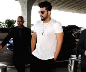 Mumbai: Arjun Kapoor spotted at airport
