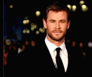 Chris Hemsworth shares selfie with quokka