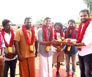 "Mahurat of film ""Maari 2"" - Dhanush and Balaji Mohan"