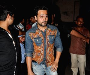 Emraan Hashmi sells tickets of film Kick for Mr Natwarlal Promotions