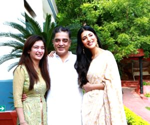 Free Photo: Kamal Haasan rings in 65th b'day with family in hometown