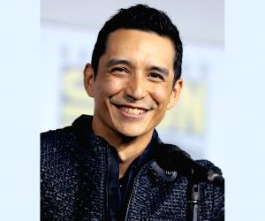 Gabriel Luna's PDA with wife Smaranda has Korean fans awestruck