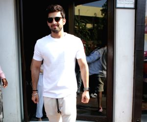Himansh Kohli seen in Bandra