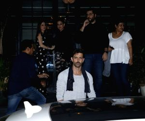 Hrithik celebrates birthday with Sussanne, Sonali and Goldie