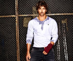 Hrithik Roshan's post-shave video impresses B'wood buddies